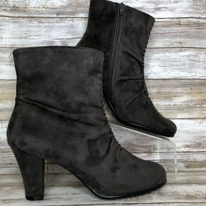 NEW Aerosoles Good Role 8M Gray Pleated Ankle Boot